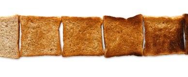 Που μαγειρεύεται φρυγανιά και που καίγεται Βαθμός toastiness στο λευκό στοκ φωτογραφία με δικαίωμα ελεύθερης χρήσης