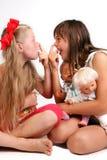 που μυρίζονται τα κορίτσια επιπλήττουν Στοκ εικόνα με δικαίωμα ελεύθερης χρήσης