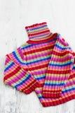 Πουλόβερ με τα χρωματισμένα λωρίδες Στοκ Φωτογραφία