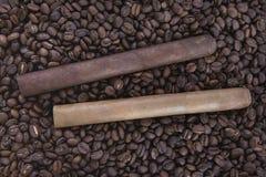 Πούρο δύο στον καφέ Στοκ εικόνες με δικαίωμα ελεύθερης χρήσης