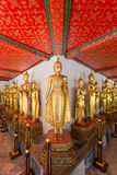 Πολλά αγάλματα του Βούδα στο ναό Wat Pho στη Μπανγκόκ Στοκ Φωτογραφία