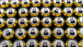 Πολλά ανοιγμένα κονσερβοποιημένα ποτά Υπόβαθρο των δοχείων στοκ εικόνες