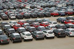 Πολλά αυτοκίνητα που εισάγονται Στοκ Φωτογραφία