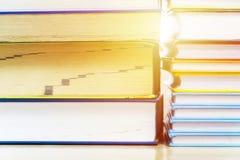 Πολλά βιβλία συσσωρεύονται Στοκ Φωτογραφία