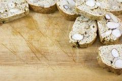 Πολλά καφετιά μπισκότα με τα καρύδια Στοκ εικόνα με δικαίωμα ελεύθερης χρήσης