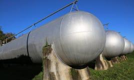 πολλά μακριά δοχεία πίεσης αερίου για την αποθήκευση του εύφλεκτου natu Στοκ εικόνα με δικαίωμα ελεύθερης χρήσης