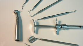 Πολλά οδοντικά όργανα Κινηματογράφηση σε πρώτο πλάνο Εστίαση μέσα φιλμ μικρού μήκους