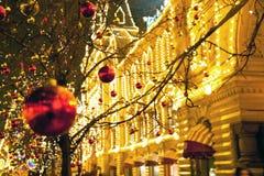 Πολλά παιχνίδια Χριστουγέννων στα δέντρα Στοκ Εικόνες
