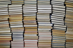 Πολλά παλαιά αγαπημένα βιβλία στοκ εικόνα