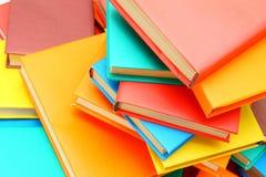 Πολλά πολύχρωμα βιβλία. Στοκ φωτογραφία με δικαίωμα ελεύθερης χρήσης