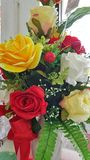 Πολλά τεχνητά λουλούδια τριαντάφυλλων Στοκ Εικόνες