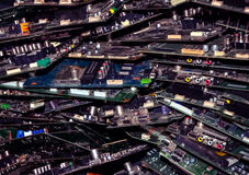 Πολλά τσιπ σε μια αποθήκη εμπορευμάτων στην πόλη των υπολογιστών Στοκ Εικόνα