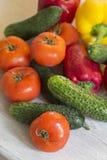 Πολλά φρέσκα διαφορετικά λαχανικά στον πίνακα Στοκ φωτογραφία με δικαίωμα ελεύθερης χρήσης