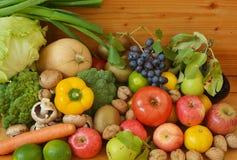 Πολλά φρούτα και λαχανικά Στοκ Εικόνες