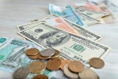 Πολλά χρήματα, ρούβλια, δολάρια Στοκ φωτογραφία με δικαίωμα ελεύθερης χρήσης