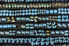 Πολλές αργεντινές καρφίτσες στο μαύρο πίνακα Στοκ εικόνα με δικαίωμα ελεύθερης χρήσης