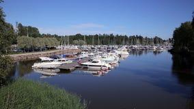 Πολλές βάρκες στη μαρίνα στη νότια ακτή της Φινλανδίας απόθεμα βίντεο