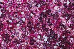 Πολλές μικρές ροδοκόκκινες πέτρες διαμαντιών στοκ φωτογραφία