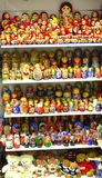 Πολλές όμορφες ζωηρόχρωμες κούκλες Στοκ Φωτογραφία