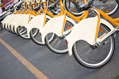 Ποδήλατα στο μίσθωμα στο Μιλάνο Στοκ εικόνες με δικαίωμα ελεύθερης χρήσης