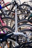 ποδήλατο που κλειδώνεται Στοκ φωτογραφία με δικαίωμα ελεύθερης χρήσης