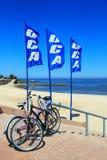 Ποδήλατα από η παραλία που σταθμεύουν κατά μήκος του Ρίο de Λα Plata, Μοντεβίδεο, Στοκ Εικόνες