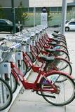 Ποδήλατα για το μίσθωμα μέσα κεντρικός του Ντένβερ στοκ εικόνα