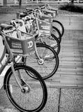 Ποδήλατα κατόχων διαρκούς εισιτήριου για τη χρήση Στοκ Εικόνες