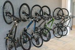 Ποδήλατα στον τοίχο Στοκ Εικόνα