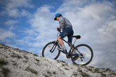 Ποδήλατο βουνών Αθλητισμός και υγιής ζωή ακραίος αθλητισμός BIC βουνών Στοκ Εικόνες
