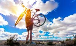 Ποδήλατο βουνών Αθλητισμός και υγιής ζωή Στοκ Εικόνες