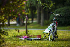 Ποδήλατο και easel Στοκ φωτογραφία με δικαίωμα ελεύθερης χρήσης