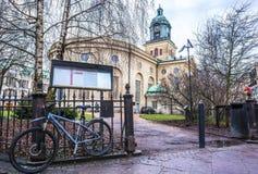 Ποδήλατο κοντά στην εκκλησία Gothenbur, Σουηδία Στοκ φωτογραφία με δικαίωμα ελεύθερης χρήσης