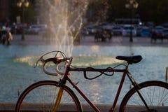 Ποδήλατο με με τις πτώσεις πηγών Στοκ Εικόνες