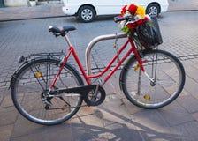 Ποδήλατο με τα λουλούδια στην Κρακοβία Πολωνία Στοκ Εικόνες