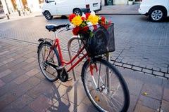 Ποδήλατο με τα λουλούδια στην Κρακοβία Πολωνία Στοκ εικόνες με δικαίωμα ελεύθερης χρήσης