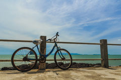 Ποδήλατο παλαιό που σταθμεύει Στοκ εικόνες με δικαίωμα ελεύθερης χρήσης