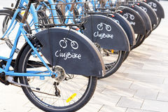Ποδήλατο που μοιράζεται στο Cluj Napoca, Ρουμανία Στοκ Εικόνες