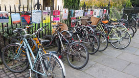 Ποδήλατο που σταθμεύουν στο Καίμπριτζ UK Στοκ εικόνα με δικαίωμα ελεύθερης χρήσης