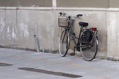 ποδήλατο που σταθμεύο&upsilo Στοκ Εικόνες
