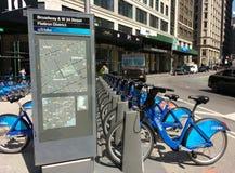 Ποδήλατο ποδηλάτων Citi που μοιράζεται το σύστημα στην πόλη της Νέας Υόρκης, ΗΠΑ στοκ εικόνες
