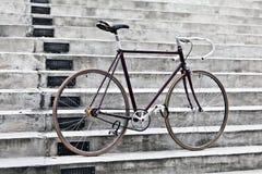 Ποδήλατο πόλεων και συγκεκριμένα σκαλοπάτια, εκλεκτής ποιότητας ύφος Στοκ Εικόνες