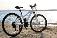 Ποδήλατο στο τοπίο φύσης Στοκ Φωτογραφίες