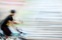 Ποδήλατο ταχύτητας στη θαμπάδα κινήσεων Στοκ Φωτογραφίες