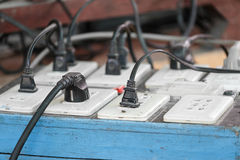 Πολλαπλάσια βουλώματα ηλεκτρικής ενέργειας Στοκ φωτογραφία με δικαίωμα ελεύθερης χρήσης