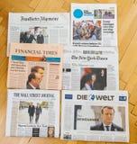 Πολλαπλάσια διεθνής εφημερίδα Τύπου με το Emmanuel Macron Elec Στοκ εικόνες με δικαίωμα ελεύθερης χρήσης