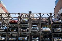 Πολλαπλής στάθμης γκαράζ χώρων στάθμευσης στην πόλη της Νέας Υόρκης Στοκ Εικόνες