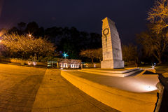 Πολεμικό μνημείο τη νύχτα Στοκ Εικόνες