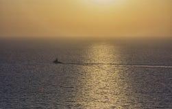 Πολεμικό πλοίο κάτω dusk Στοκ εικόνα με δικαίωμα ελεύθερης χρήσης