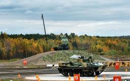 Πολεμικό όχημα bmp-3 πεζικού και πυραυλικό σύστημα Buk buk-M23 Στοκ εικόνες με δικαίωμα ελεύθερης χρήσης